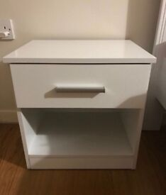 White night stand tables