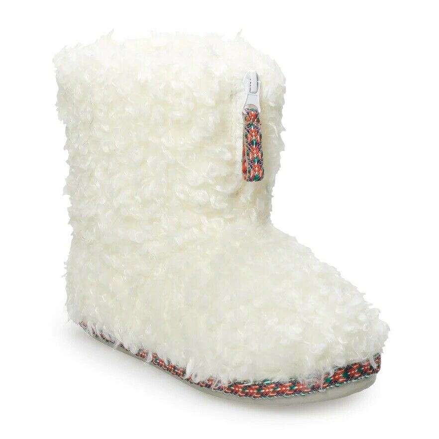 NWT Women's SO Fuzzy Plush Boot Slippers Booties - White - Medium US 7/8