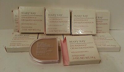 (MK Day Radiance Cream Foundation w Sunscreen spf 8 .5 Pink Pan Tray DISCONTINUED)