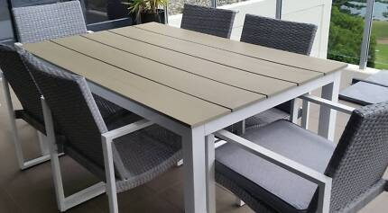 7 PIECE OUTDOOR TABLE WITH SIX CHAIRS and CUSHION PADS