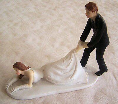 Lustige Figur Brautpaar Hochzeit Mann zieht Frau Deko Tortenaufsatz - Mann Zieht