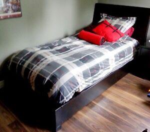 Base de lit simple en bois