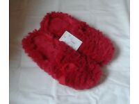 LADIES Size 5, FLUFFY RED SLIPPERS, Brand New with tag.