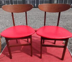 2 MIDCENTURY BENTWOOD BACK CHAIRS with RED NAUGAHIDE SEATS / 1960s / Unique MCM Oakville 905 510-8720
