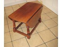 Very Nice Top Quality Vintage Oak Dropleaf Oval Coffee Table.