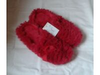Ladies Size 5, FLUFFY RED Quality SLIPPERS, Brand New with tag.