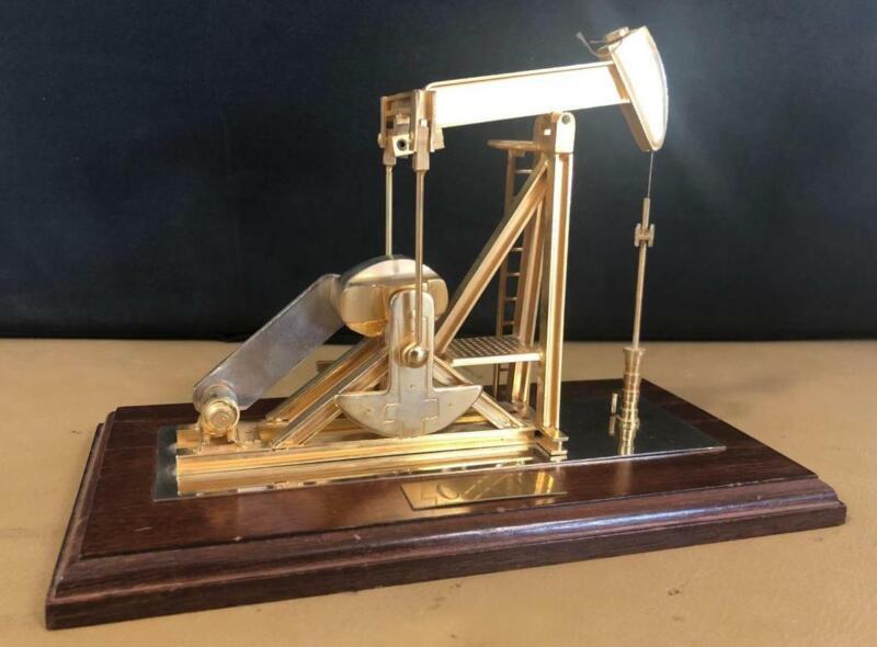 VINTAGE OIL WELL OILFIELD PUMP JACK GOLD METAL DESK TOP MODEL DISPLAY
