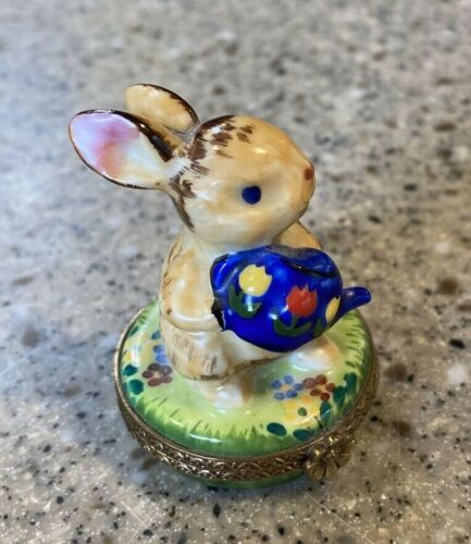 Peint Main Limoges Trinket Box ~Rabbit Holding A Watering Can~ SO CUTE