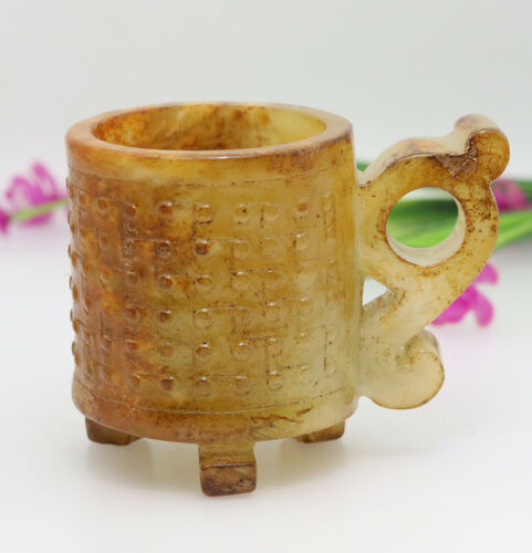 Chinese hand carved jade wine cup with cloud-shaped handles of three feet D381