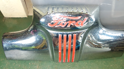 1947 Ford deluxe front grill emblem