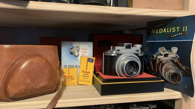 KODAK MEDALIST II 100mm F3.5 EKTAR With Case, Box, Shutter Cable, Manual