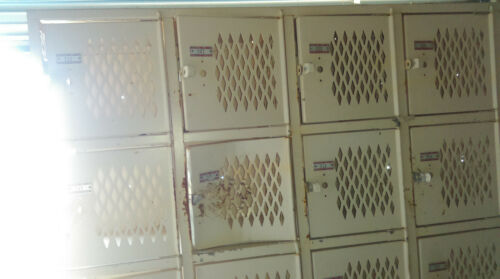 VINTAGE LARGE DESOTA GYM LOCKER STEEL SCHOOL LOCKER, LOCAL PICKUP ONLY!!