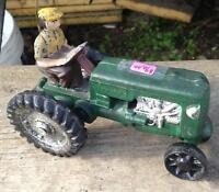 CAST IRON TOY TRACTOR VINTAGE COLLECTIBLES