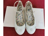 Girls White Shoes Dressing Up Wedding Parties Mantaray UK 1 EU 33 Worn Once