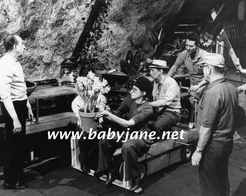 086 BARBRA STREISAND VINCENTE MINNELLI BEHIND SCENE PHOTO