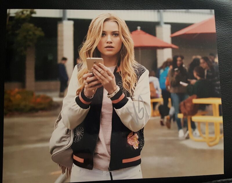 Virginia Gardner Signed 8x10 Photo Runaways Auto COA