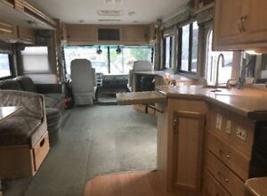 Gorgeous 2004 Fleetwood Motorhome**priced to sell