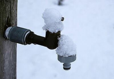 Bevor der erste Schnee liegt: Wasser abstellen! (Foto: Pixabay)