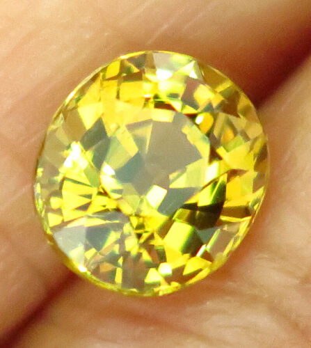 1.70ct. Golden Yellow Grossular Mali Garnet VVS