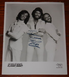 BEE-GEES-VERY-RARE-HAND-SIGNED-OFFICIAL-RSO-PROMOTIONAL-PHOTO-BARRY-GIBB