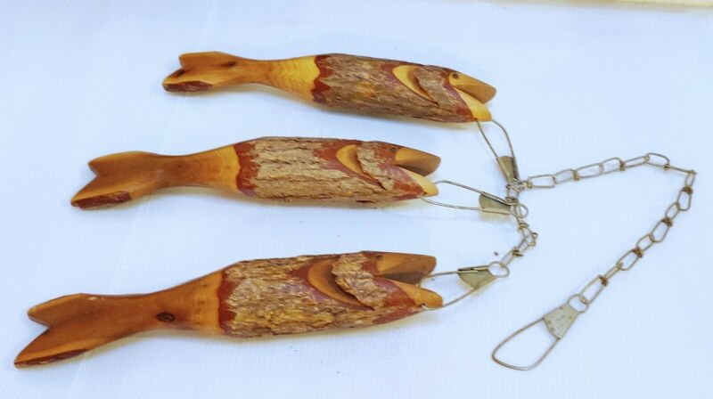 "VINTAGE Set 3 11"" Carved Wooden Fish on a Stringer Chain Cabin Lake House Decor"