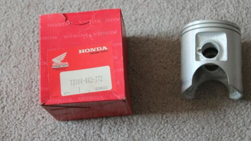 NOS Honda Piston OVER SIZE 0.50 1989 TRX250R 13104-HA2-772 TRX 250 R New BINJ