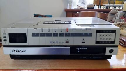 Sony Betamax Video Cassette Recorder Model T9ME Secam/Pal/NTSC/B1