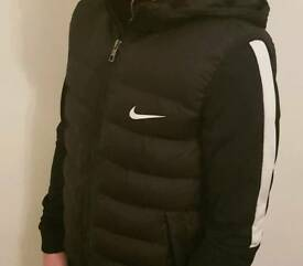 Boys Nike Gilet Body Warmer Black 12-13 Years Excellent Condition Hardly Worn 12-13 Years