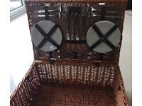 Luxury 4 Person Wicker Picnic Basket
