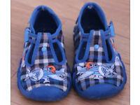 Boys Befado's Slippers in size 5 (22 Eur)