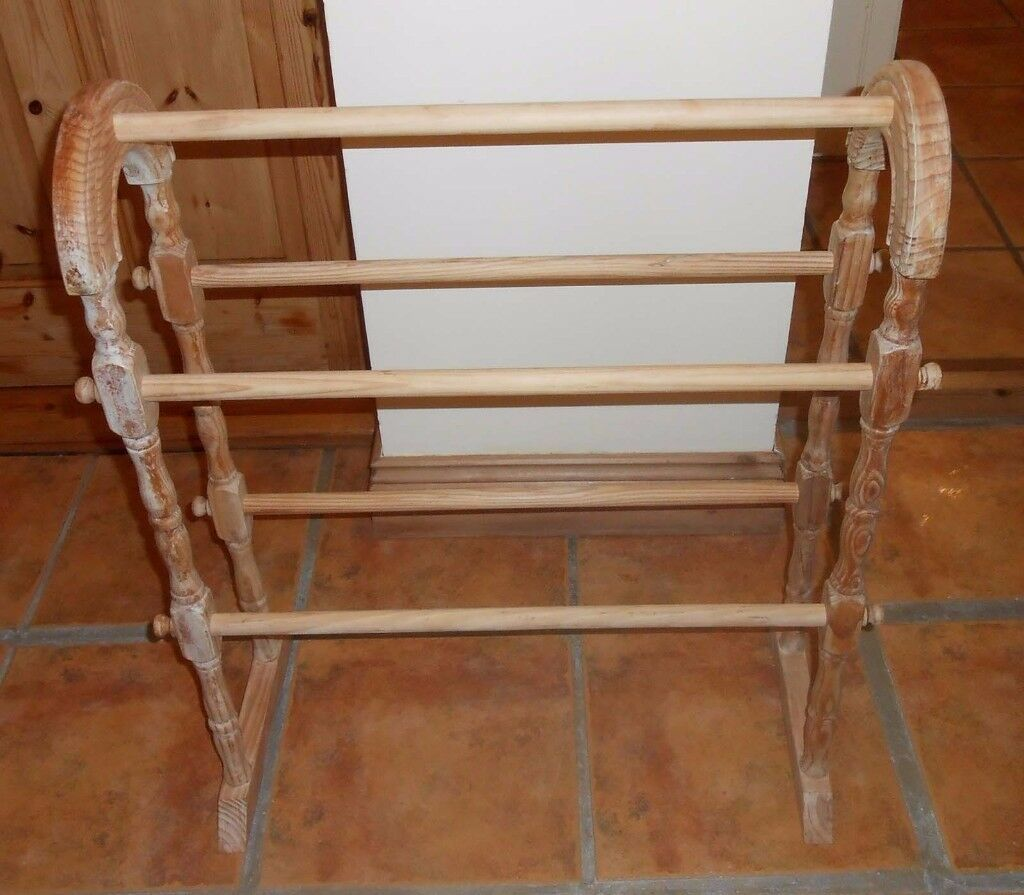 Lovly stripped wood Towell free standing Rail