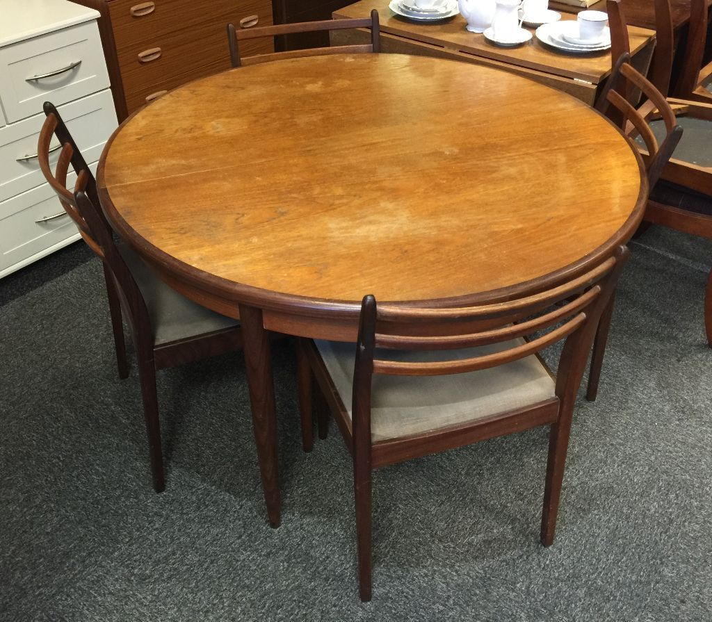 VINTAGE G PLAN ROUND EXTENDING DINING TABLE WITH 4 MATCHING CHAIRS