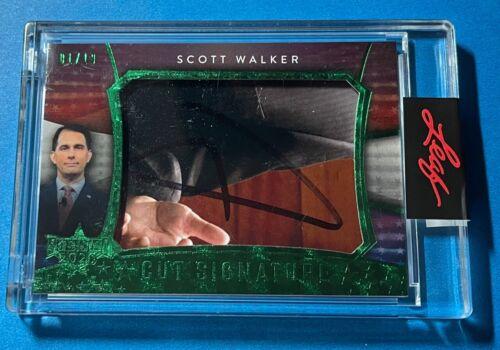 SCOTT WALKER  2020 DECISION CUT SIGNATURE AUTO GREEN FOIL CARD 1 / 10 LEAF CASE