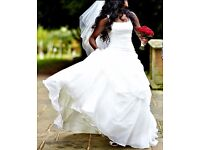 Stunning Pronovias Wedding Dress - Size 8