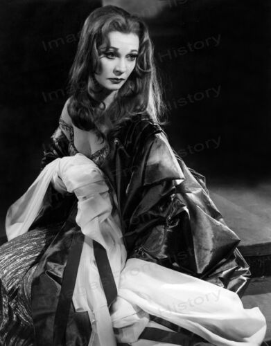 8x10 Print Vivien Leigh Costumed Portrait Stage Play Lady MacBeth #VLEI