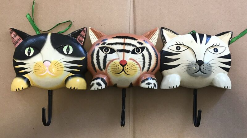 Three CATS KITTENS WOOD WALL MOUNTED RACK HAND CARVED AND PAINTED VTG 16""
