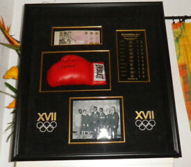 MUHAMMAD ALI SIGNED AUTOGRAPHED BOXING GLOVE in show case (the only one in UK)