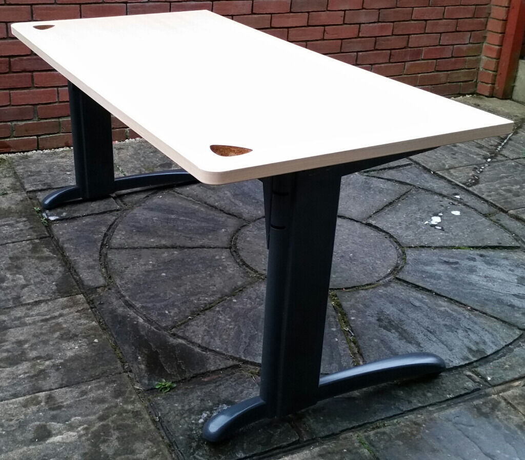 large office desk. 160cm x 80cm. high quality, heavy duty, durable. In very good condition