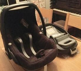 Baby seat with isofix stand.
