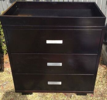 Quality Tasman Sonata chest drawers and change table on top