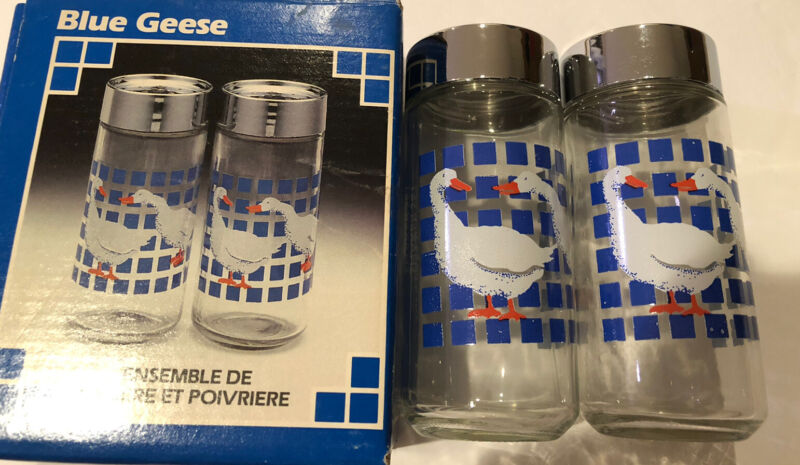 Retro Vintage 80s COUNTRY GOOSE GEESE Glass Salt & Pepper Shaker Set Blue Geese