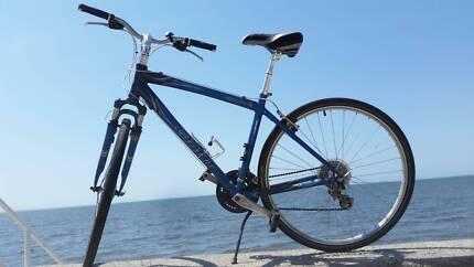 Giant Hybrid bicycle mans road bike