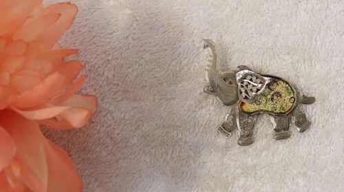 PIN BROOCH ELEPHANT CIRCUS TENT AFRICAN PACHYDERM TRUNK EARS SILVER TONE VL-AV