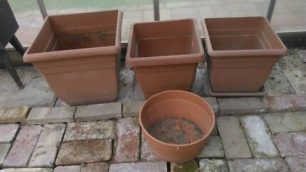 4 Plastic plant pots in terracotta colour