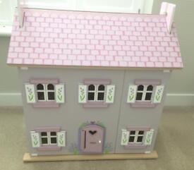 Le toy van dolls house