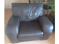 Selling a very comfortable Leather Chair