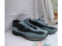 Ecco ladies sports shoes Size 39.Tough,light and comfortable. Very little wear.