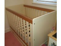 Cot & Chest of Drawers Mamas & Papa's