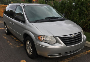 Chrysler Town & Country LX 2007 Stow n go