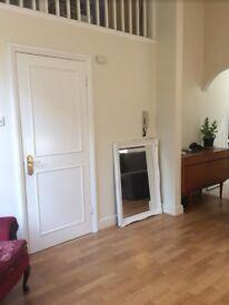 2 Bed 2 Bathroom Split Level Flat to Rent in Hampton Wick. OSP & Shared Garden